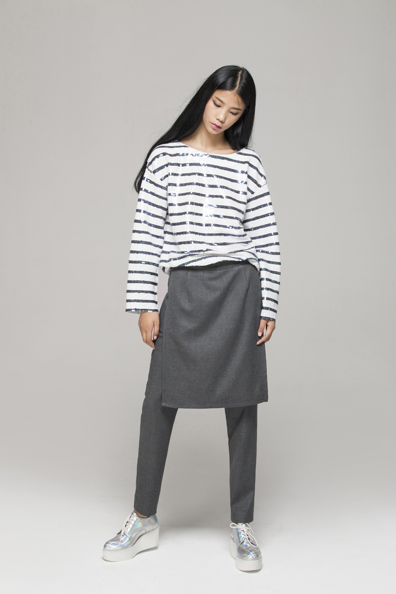 Trousers with split skirt