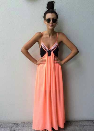 dress maxi dress sunglasses coral dress summer dress coral peach pink boho tribal pattern maxi skirt orange summer maxi cute flowy coral maxi dress color block dress dark blue spaghetti strap detailed dress chevron navy orange dress neon dress spagetti straps ootd dope neon pink peach maxi dress so cute mishkah black dress colorful dress boho dress long dress long