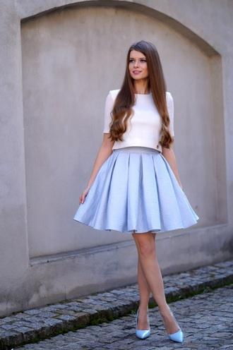 only my fashion style blogger white top blue skirt mini skirt light blue blue heels skirt