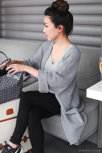 extra petite blogger cardigan jeans grey cardigan grey top black jeans black sneakers