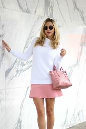 fashion addict,blogger,sweater,bag,pink skirt,mini skirt,sunglasses,skirt,shoes