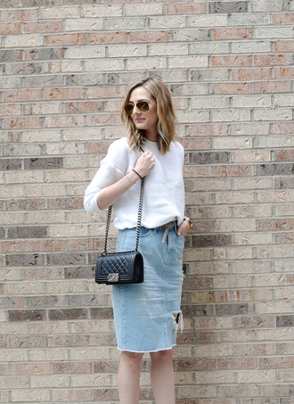 see jane blogger ripped skirt white sweater quilted bag