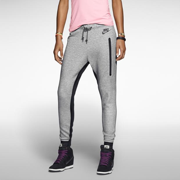 The nike tech pant women's pants.