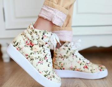 Awesome Floral Canvas Boots Sneaker..
