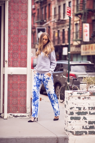 lisa olsson blogger printed pants black heels