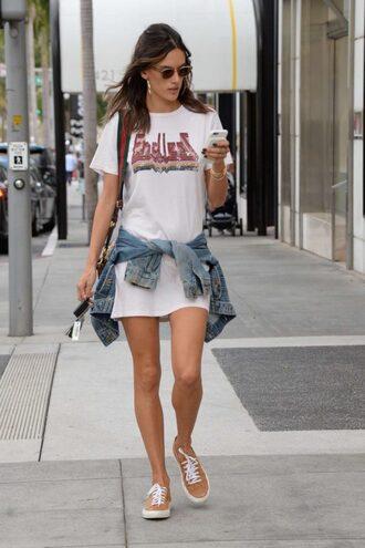 t-shirt dress oversized oversized t-shirt tunic tunic dress alessandra ambrosio model off-duty sneakers streetstyle
