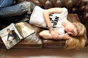 jeans,embellished denim,embellished,blue jeans,t-shirt,white t-shirt,the blonde salad,chiara ferragni,top blogger lifestyle,blogger