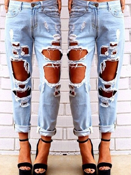 Ultra Ripped Mom Jeans – Outfit Made