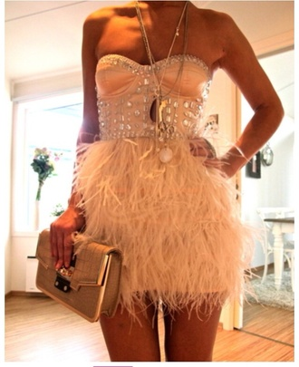 dress help plz instagram instagram fashion tumblr girl tumblr feathers white dress white black jewels jeans pants prom shoes