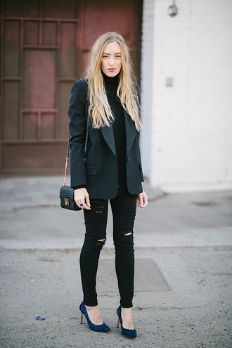 eat sleep wear blogger blazer black jeans ripped jeans mini bag turtleneck