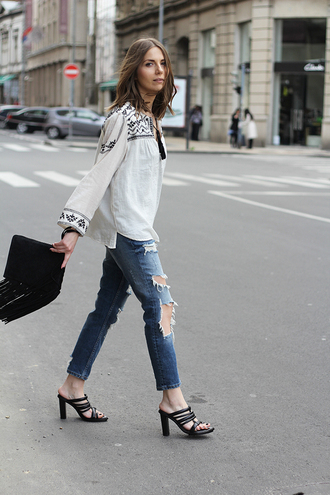 fashion and style blogger mules boho shirt ripped jeans leather clutch fringes