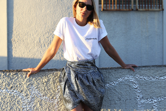 jane's sneak peak blogger skirt shoes sunglasses white top quote on it silver mini skirt asymmetrical