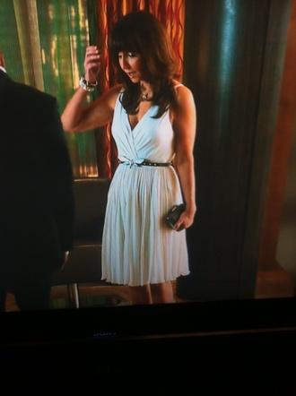 dress white dress pleated v neck knee length