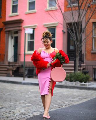 colormecourtney blogger dress coat shoes bag valentines day round bag pink bag pink dress pumps faux fur vest red coat winter outfits