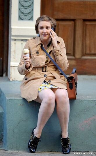 coat lena dunham celebrity celebrity style trench coat camel trench coat camel coat shoes black shoes flats bag crossbody bag brown bag fall outfits