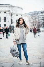 bag,grafea,cropped jeans,oversized sweater,turtleneck,oversized turtleneck sweater,grey sweater,grey turtleneck sweaterr,grey oversized sweater,backpack,leather backpack,nike sneakers,ripped jeans,streetstyle