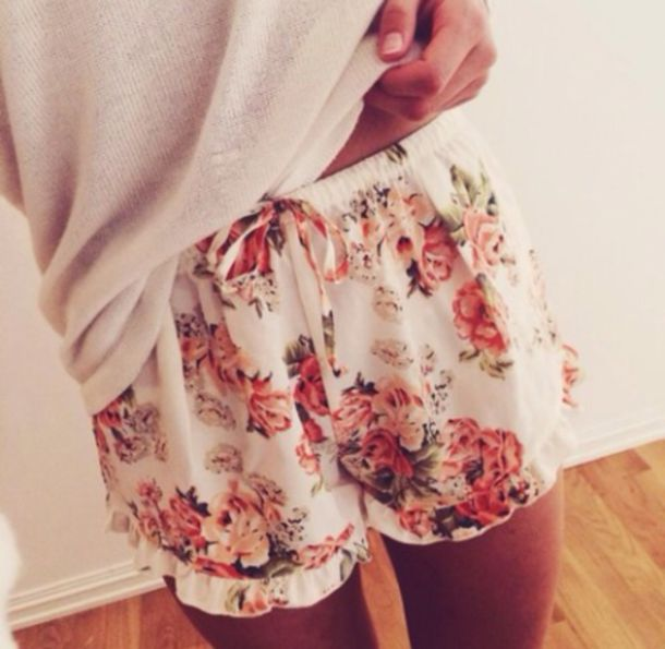 pants shorts pajamas white/cream floral flowered shorts roses frilly flowered shorts girly pajamas cream spring summer pajamas cute clothes outfit floral comfy shorts floral
