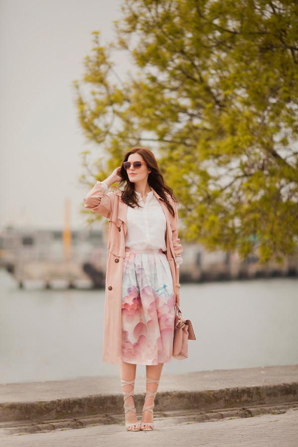 ba61c0ae26c the bow-tie blogger coat blouse skirt shoes bag.