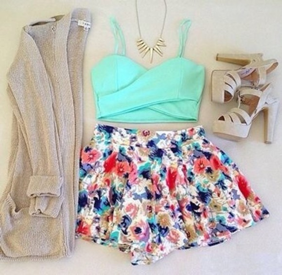 shorts crop tops turquoise cardigan top floral shorts high heels necklace floral jacket skirt knitted cardigan gold necklace vintage shoes blue, red, shorts floral floral