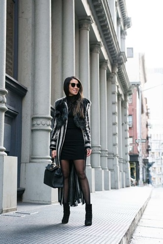 blogger jacket dress shoes sunglasses wendy's tights lookbook ankle boots handbag winter outfits