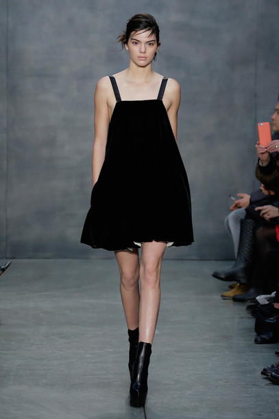 dress fashion week 2015 kendall jenner black shoes