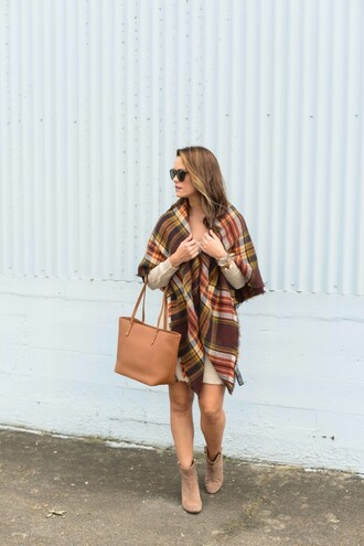 live more beautifully blogger dress scarf sunglasses shoes bag beige knit dress tartan tartan scarf nude bag knitwear mini knit dress tote bag