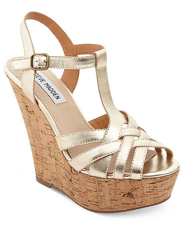 comfortable shoes on Pinterest | Born Shoes, Gucci Spring and Wedges