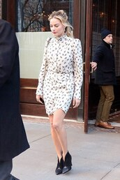 top,margot robbie,skirt,ankle boots,celebrity,blouse