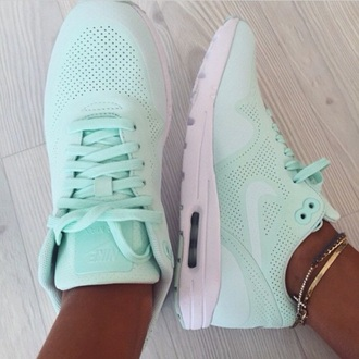mint nike nike sneakers nike shoes tiffany blue nikes air max sarah co mode ton look blogger