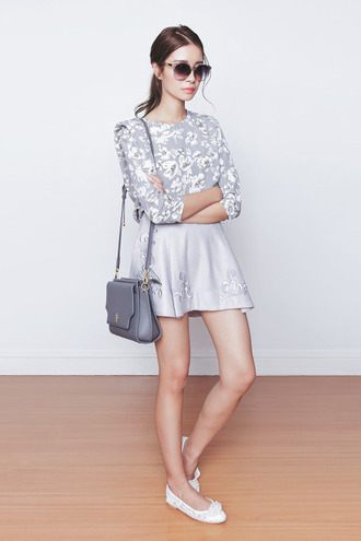 tricia gosingtian blogger top skirt bag sunglasses