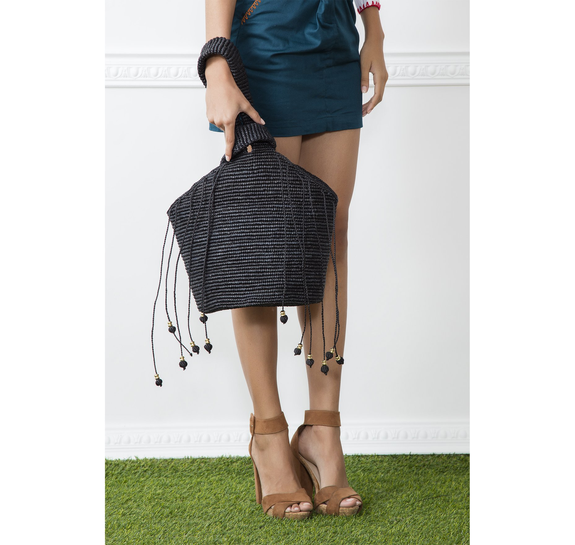 SOFT TOTE PULL THROUGH HANDLE STRING WITH METALLIC DETAILS