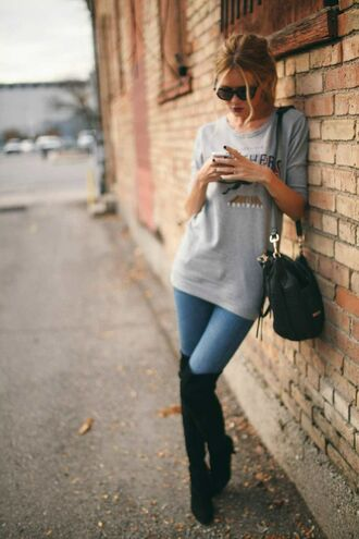 jeans knee high boots jeans and a tshirt handbag skinny jeans t-shirt tshirt and grey color sunglasses summer outfits casual grey
