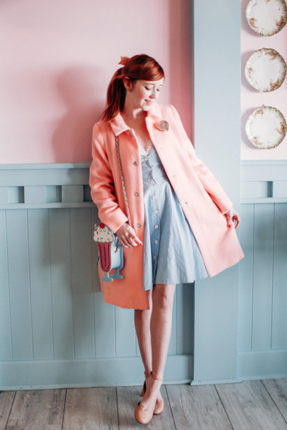 the clothes blogger blue dress pink coat pastel light blue