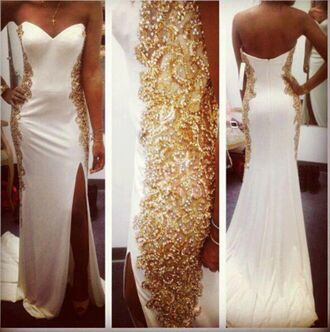 dress maxi dress gold dress white dress bag gold elegant long dress slit dress white gold dress long elegant white prom dress long prom dress prom dress gold sequins wedding clothes wedding dress strapless wedding dresses white white and gold dress formal dress urgent white dress with gold prom white gold gold and white dress white and gold evening dress clothes gold detail strapless high slit dress thigh high slit mermaid prom dress long evening dress dresses evening party dress