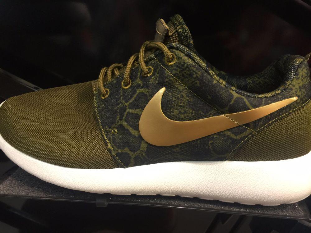 Hommes Nike Formateurs Run Roshe Noir Et Gris Bordeciel