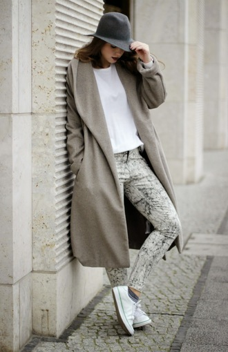 gold schnee blogger sweater hat converse marble long coat jeans winter outfits winter swag