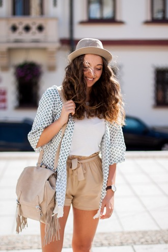 kolorowa dusza blogger top shorts hat jewels bag shoes