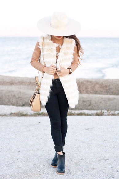 hat it's not her it's me blogger bag jewels fur turtleneck fall outfits
