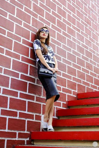 bag top skirt shoes blogger kryzuy sunglasses