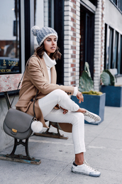 viva luxury,blogger,pom pom beanie,white jeans,white sneakers,camel coat,shoulder bag,grey bag,grey beanie,knitted beanie