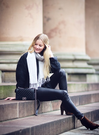 passions for fashion blogger jacket t-shirt scarf bag boots animal print