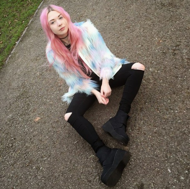 kayla hadlington blogger fluffy pastel hair coat pink hair