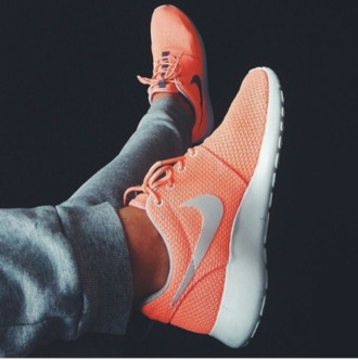 shoes nike nike running shoes nike peach peach nike roshe orange pretty workout roshrun coral pink pink peach nike roshe run nike shoes running shoes running athletic workout shoes coral white grey