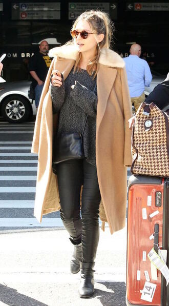 olsen sisters blogger sunglasses beige coat grey sweater leather pants black pants round sunglasses black boots