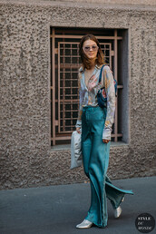 pants,top,shirt,blue pants,shoes,bag,sunglasses