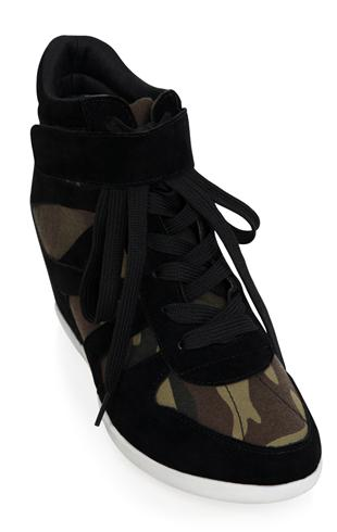 Camo sneaker wedge with lace up front