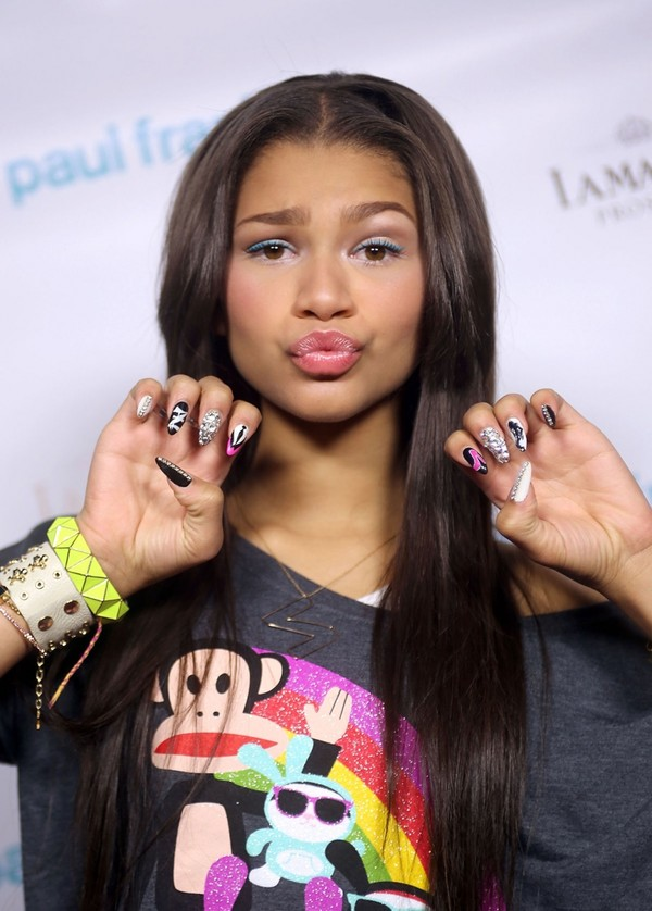 nail polish zendaya vernis sweater