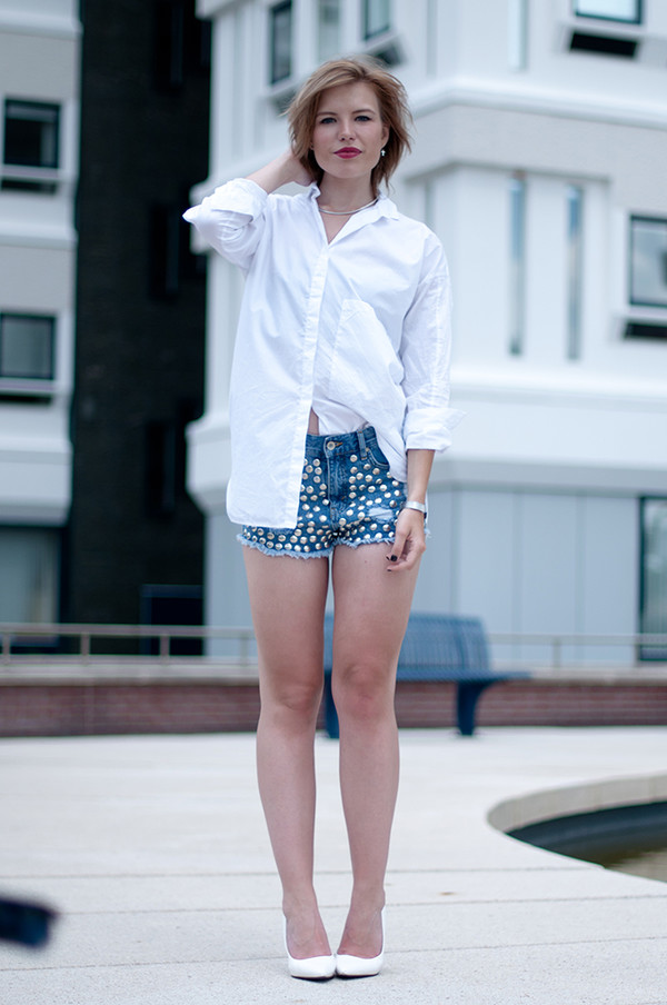 red reiding hood shoes jewels shirt shorts