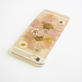FREE SHIPPING - The pink daisy pressed flower bumper phone case (ピンクのデイジー押し花電話ケース)