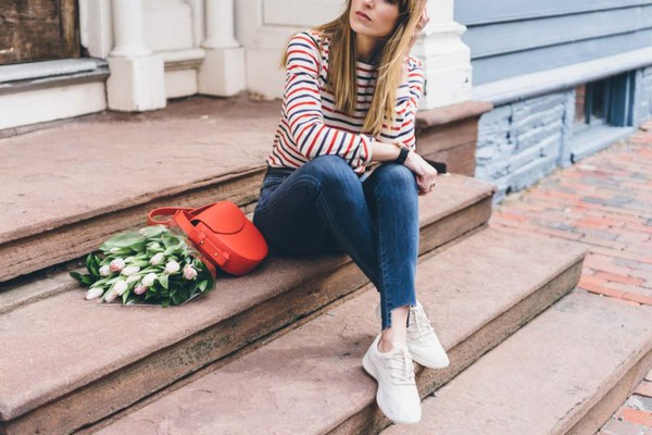 prosecco and plaid blogger shoes jeans t-shirt bag sweater jewels red bag shoulder bag sneakers skinny jeans striped top